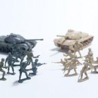 おもちゃの兵隊が戦っている絵