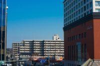 茶色いビルの画像